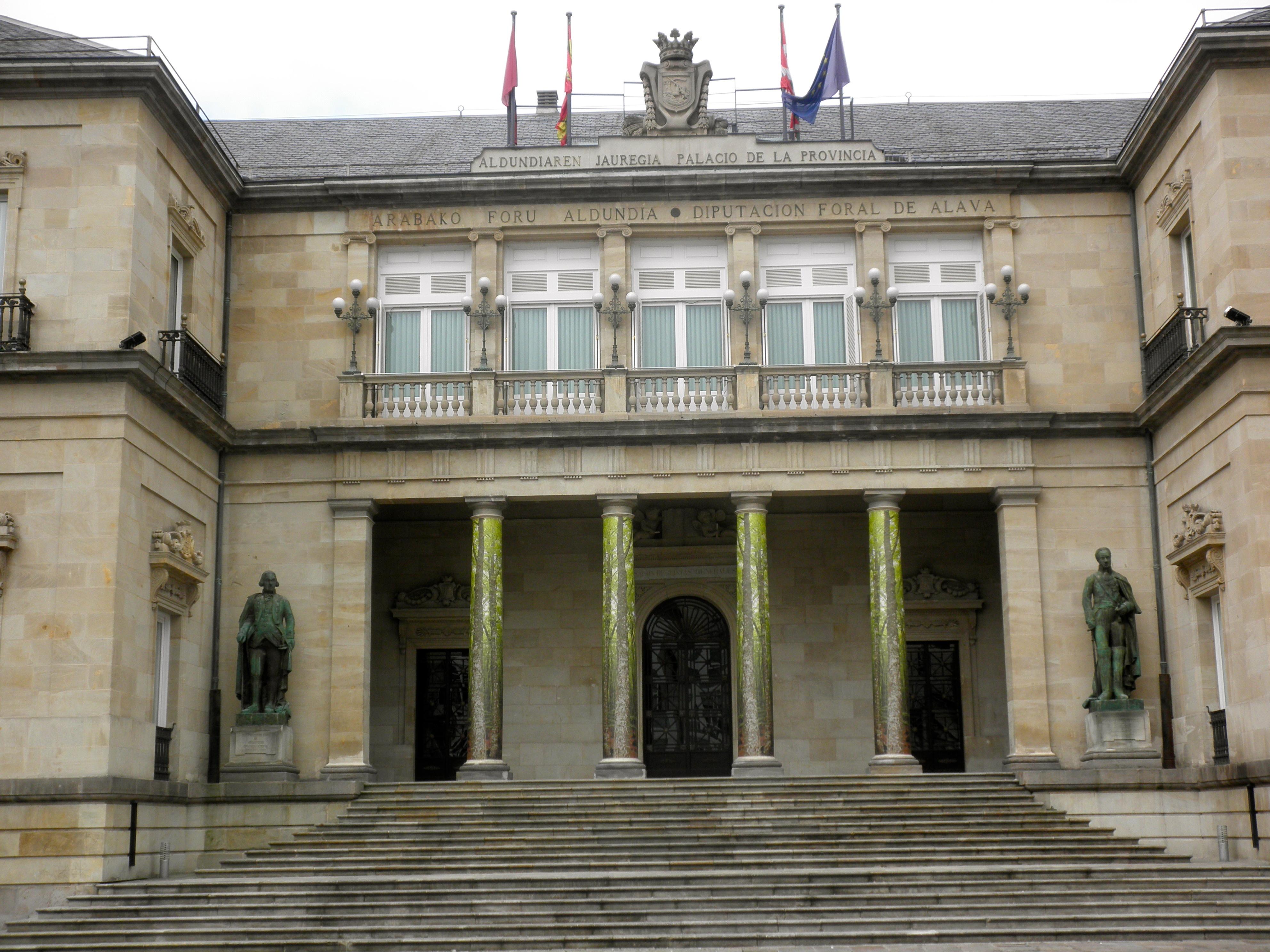 Vitoria gasteiz mis viajes y lecturas for Sede del parlamento